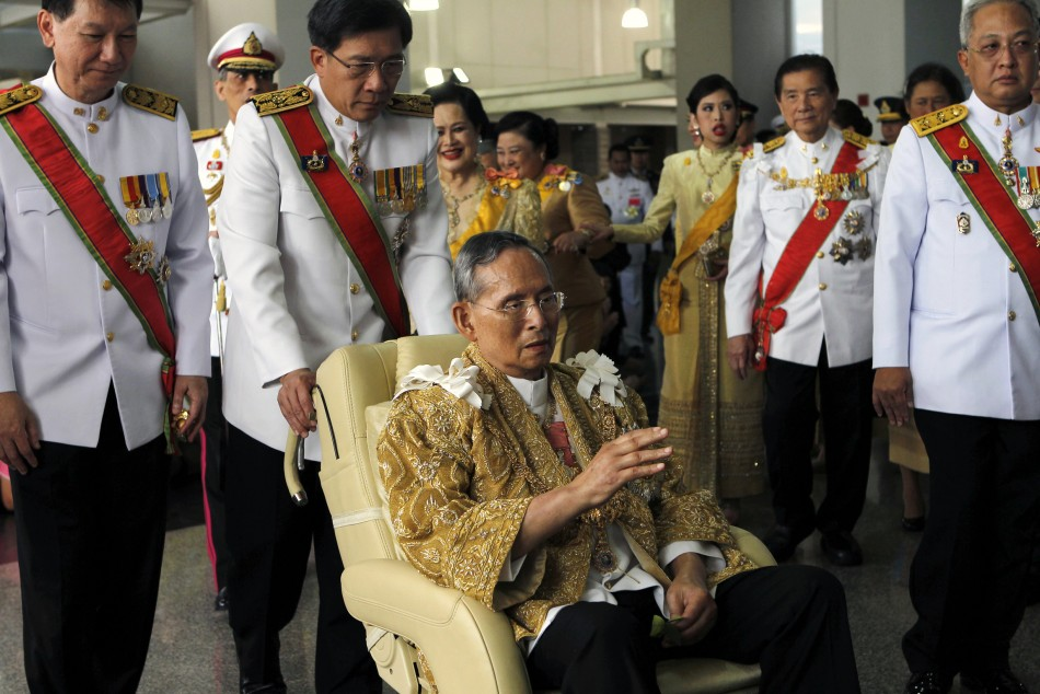 Bhumibol leaves Siriraj Hospital on his birthday