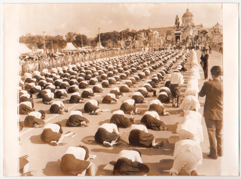 Thai students prostrate to a statue of King Chulalongkorn, who abolished prostration
